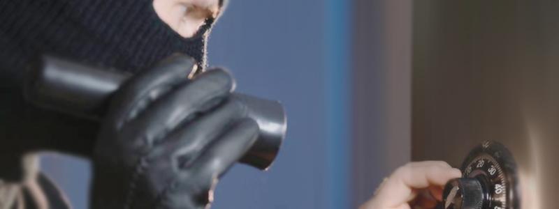 Detektywi rozwiązują zagadkę pieniędzy skradzionych z sejfu